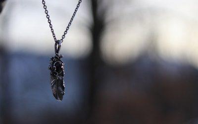 Un bijou-plume : un bon choix de cadeau original